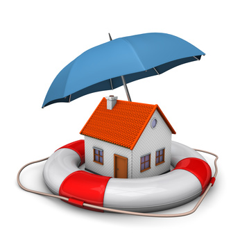 Haus mit Regenschirm und Rettungsring